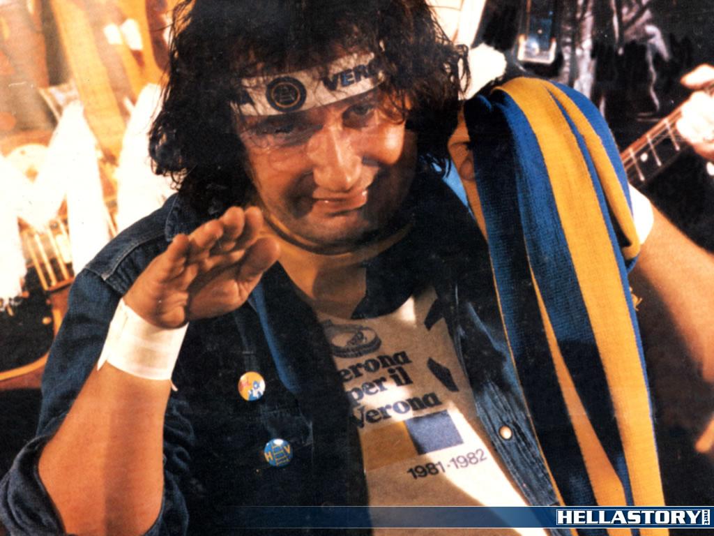 Elvis CIURLA tifoso della Curva: uno dei numerosi personaggi portati in TV da Roberto PULIERO in questa foto trasformata in sfondo per il desktop dai butèi di HELLASTORY...